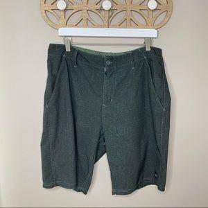 Oakley Board Shorts Green Size 34